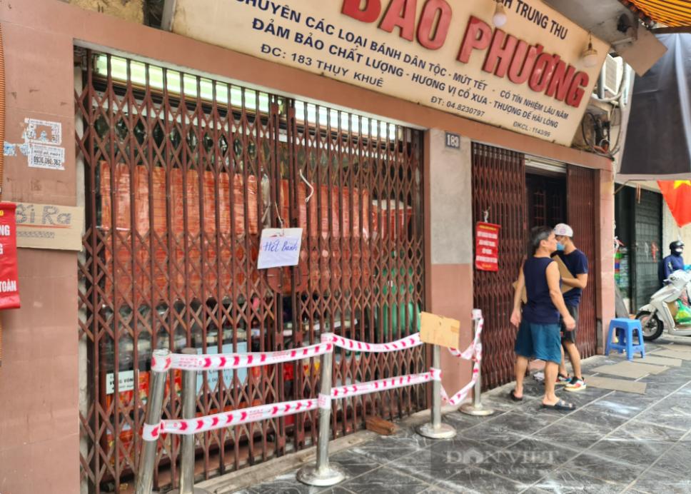 Để khách xếp hàng tấp nập, cửa hàng bánh trung thu Bảo Phương bị đóng cửa - Ảnh 3.