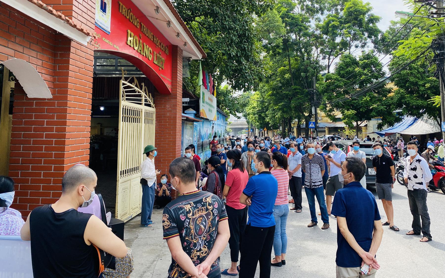 Phường đông dân nhất Hà Nội lên tiếng về yêu cầu phải 'cam kết' nếu không tiêm vaccine COVID-19