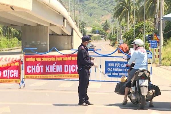 Khánh Hòa tăng cường xử lý các trường hợp di chuyển trên đường không đúng quy định - Ảnh 2.