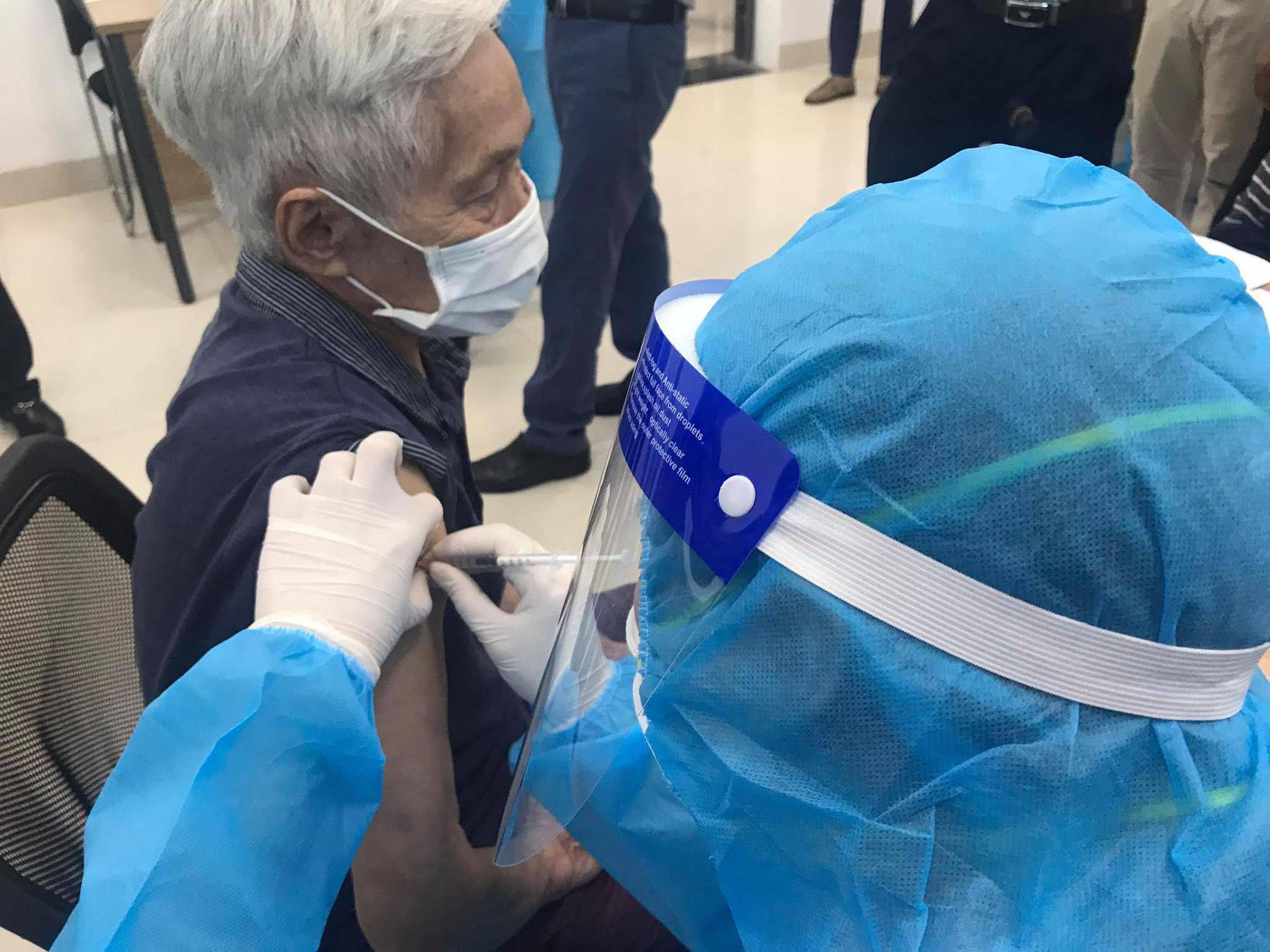 Trưa 15/9: 80 người tình nguyện tiêm mũi 2 vaccine COVID-19 COVIVAC;  Bình Định thêm hàng chục ca F0 - Ảnh 2.