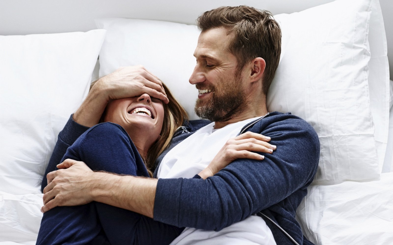 Sau tiêm vaccine COVID-19 có kiêng quan hệ tình dục không?