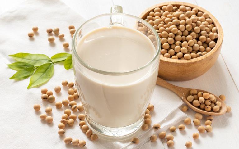 Người mắc bệnh tuyến giáp có cần kiêng ăn đậu nành?