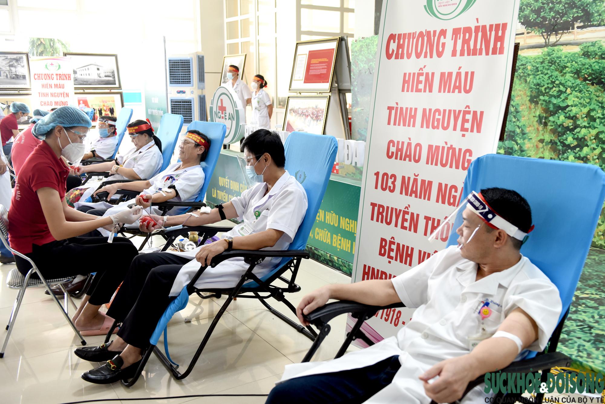 Hàng trăm Thầy thuốc hiến máu cứu bệnh nhân giữa đại dịch - Ảnh 4.