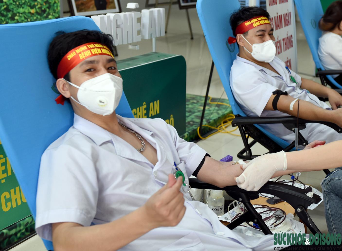 Hàng trăm Thầy thuốc hiến máu cứu bệnh nhân giữa đại dịch - Ảnh 5.