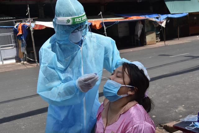 Bộ Y tế: Không cần xét nghiệm đối với người lao động đã tiêm vaccine COVID-19 qua 14 ngày - Ảnh 1.