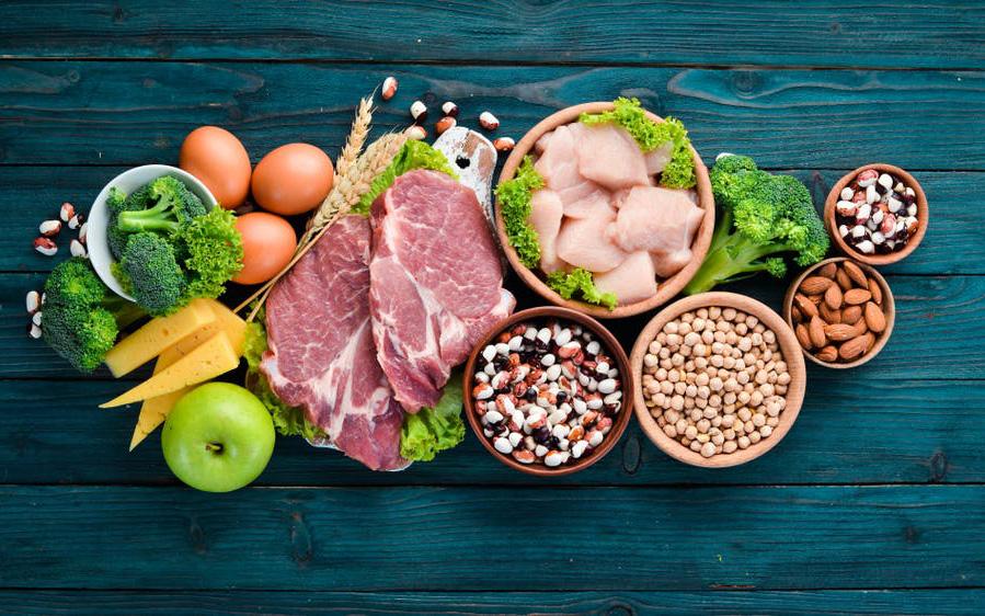 Điều trị tại nhà: Người mắc COVID-19 nên ăn uống thế nào?