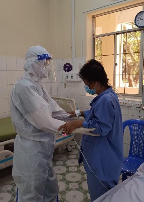 Cứu sống ngoạn mục bệnh nhân COVID-19 nặng, tiền sử đái tháo đường - Ảnh 3.