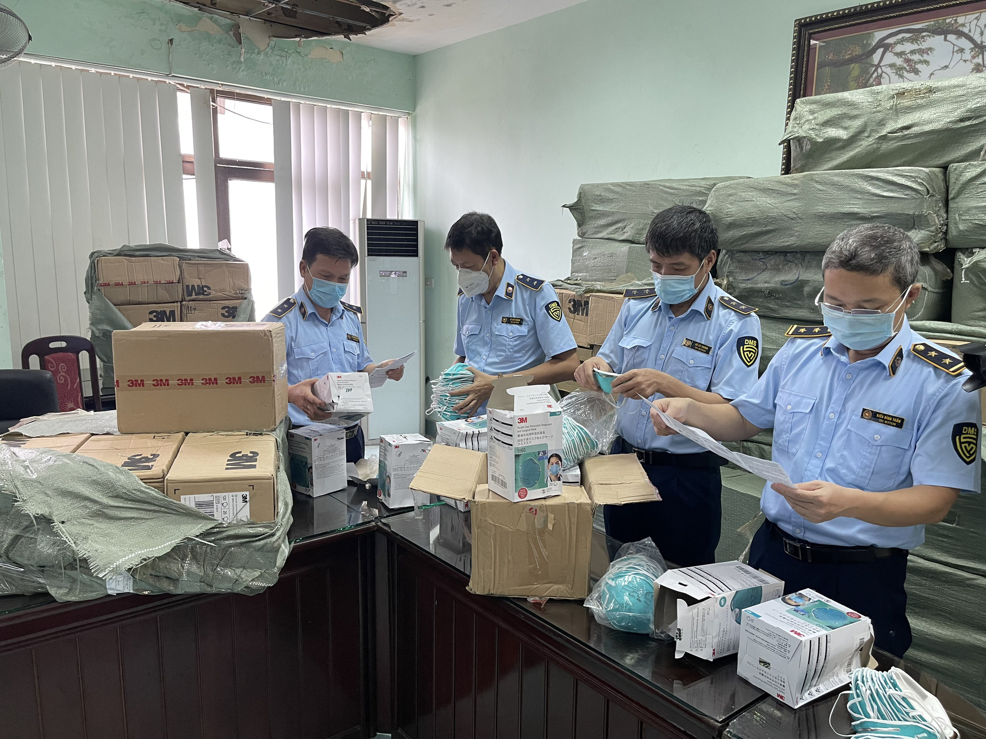 Thu giữ hơn 400.000 sản phẩm, thiết bị y tế có dấu hiệu giả mạo