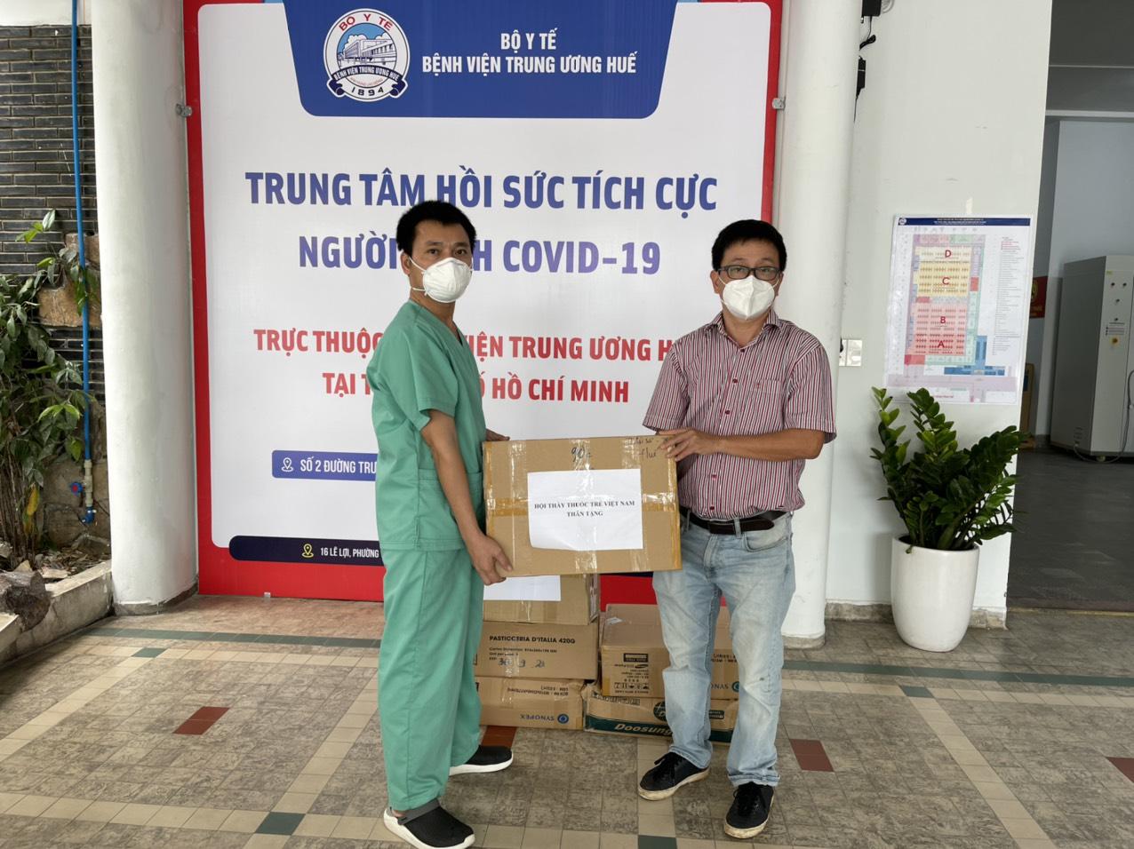 Hội Thầy thuốc trẻ, đại diện WHO tại Việt Nam xuống bếp làm bánh trung thu tặng tuyến đầu chống dịch - Ảnh 14.