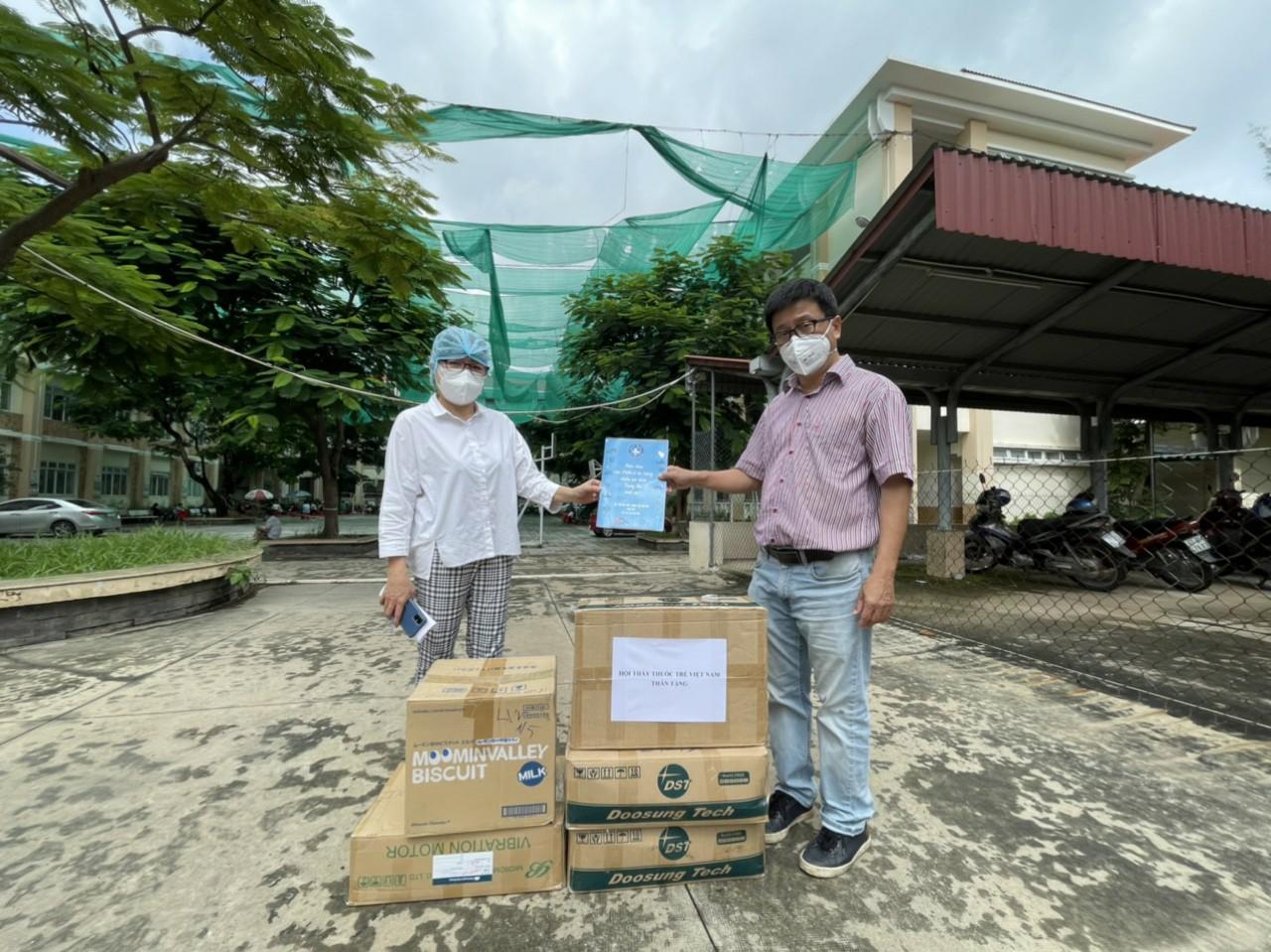 Hội Thầy thuốc trẻ, đại diện WHO tại Việt Nam xuống bếp làm bánh trung thu tặng tuyến đầu chống dịch - Ảnh 15.