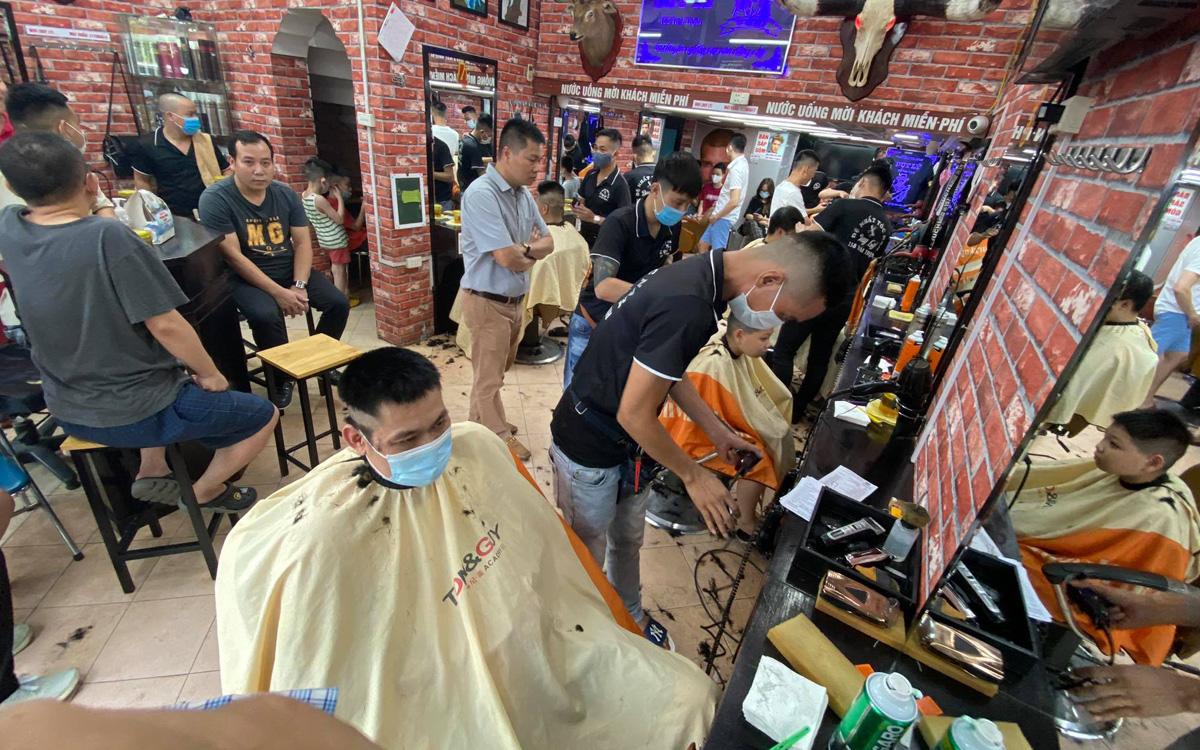 Hà Nội chính thức áp dụng Chỉ thị 15 từ 6h ngày 21/9, quán cắt tóc – gội đầu được hoạt động