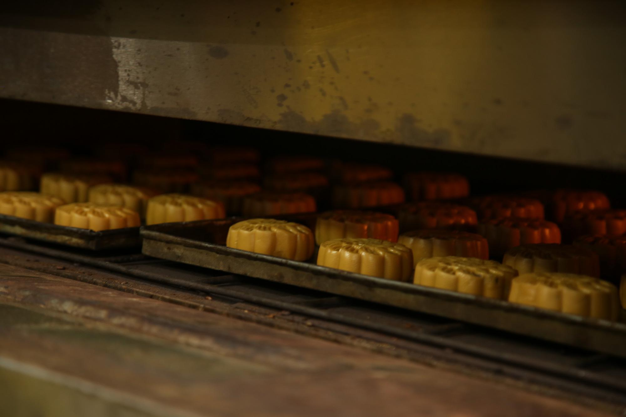 Hội Thầy thuốc trẻ, đại diện WHO tại Việt Nam xuống bếp làm bánh trung thu tặng tuyến đầu chống dịch - Ảnh 10.