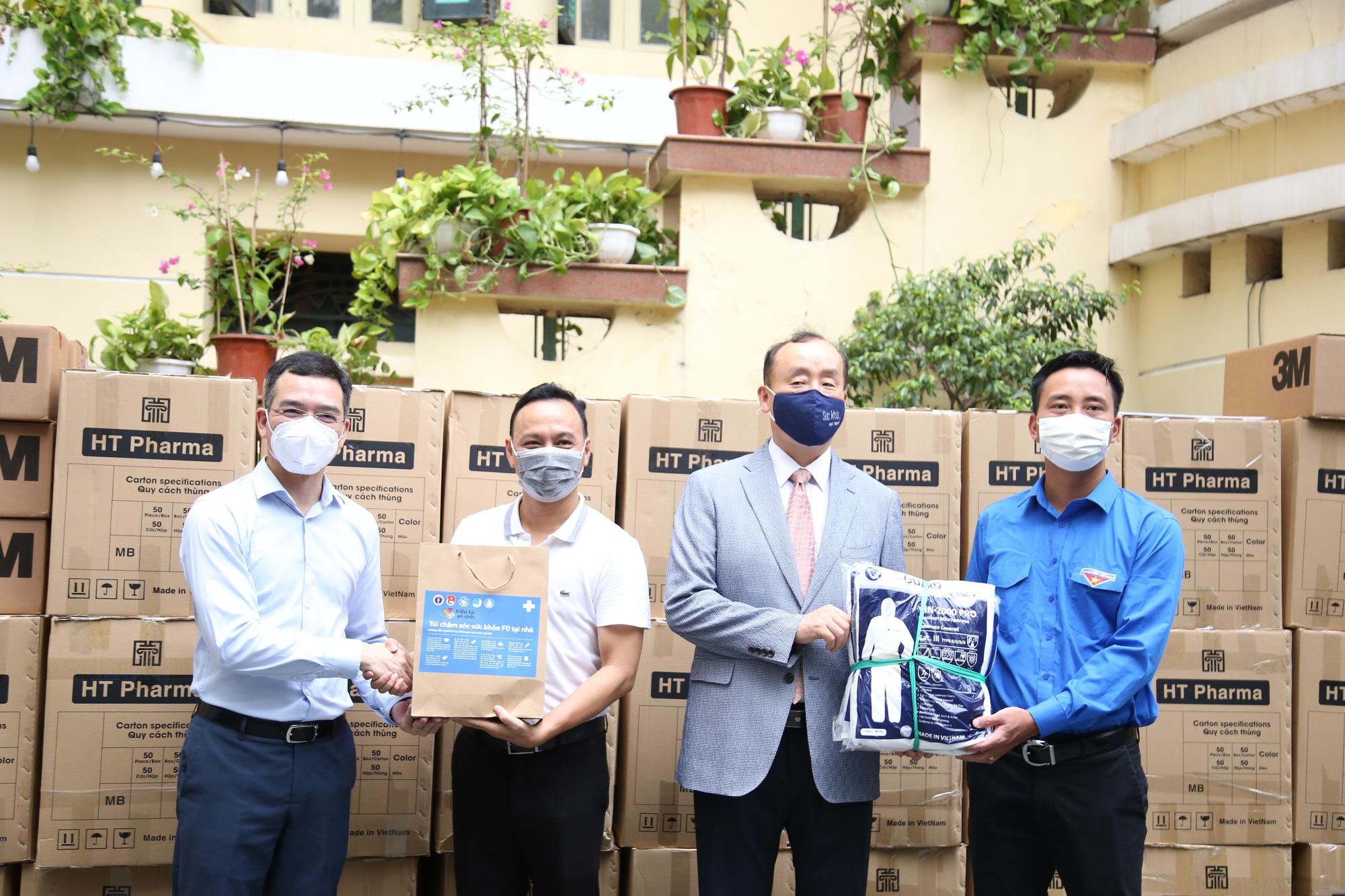 Hội Thầy thuốc trẻ, đại diện WHO tại Việt Nam xuống bếp làm bánh trung thu tặng tuyến đầu chống dịch - Ảnh 13.