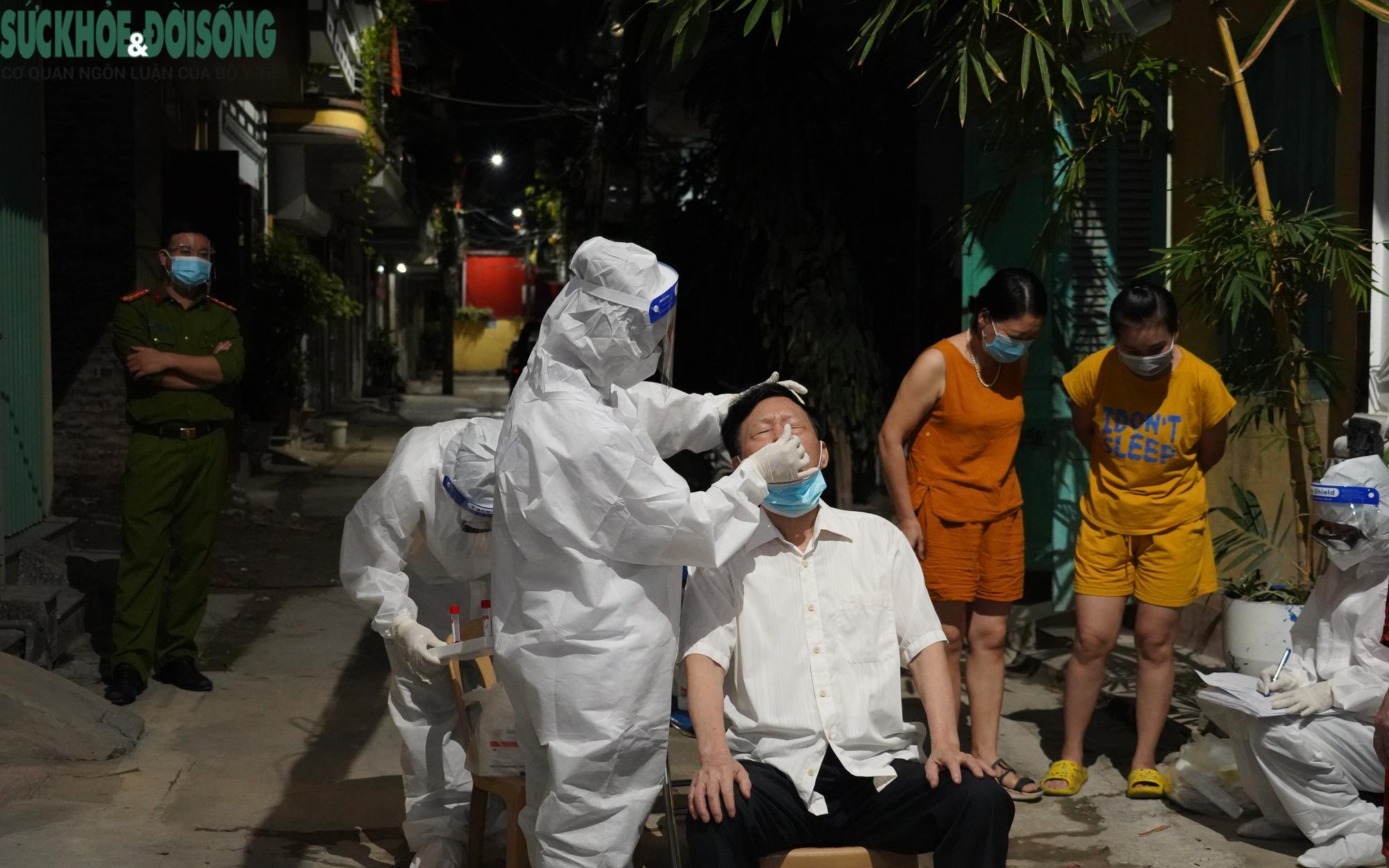 Thầy thuốc 3 tỉnh hỗ trợ Hà Nam lấy mẫu xét nghiệm xuyên đêm
