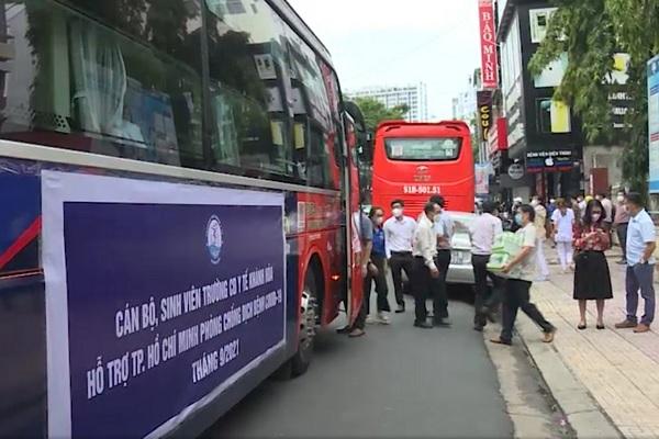 70 sinh viên Cao đẳng Y tế Khánh Hòa hỗ trợ chống dịch tại TP Hồ Chí Minh - Ảnh 1.