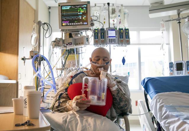 Sự tuyệt vọng của bệnh nhân giữa đại dịch Covid-19: Bệnh viện quá tải, bác sĩ bất lực, đến phẫu thuật hở van tim cũng bị hoãn  - Ảnh 3.