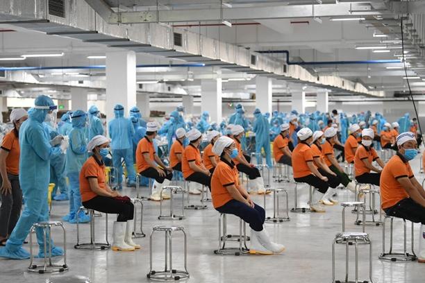 Dịch COVID-19 tác động nặng nề đến doanh nghiệp và người lao động.