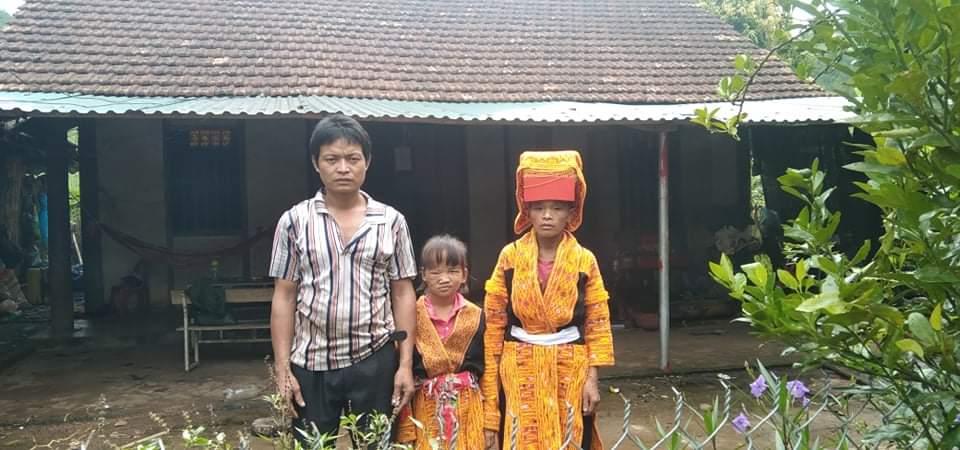 Khối u trên cơ thể ngày một lớn, bé gái dân tộc nghèo mong có tiền để được phẫu thuật sớm - Ảnh 5.