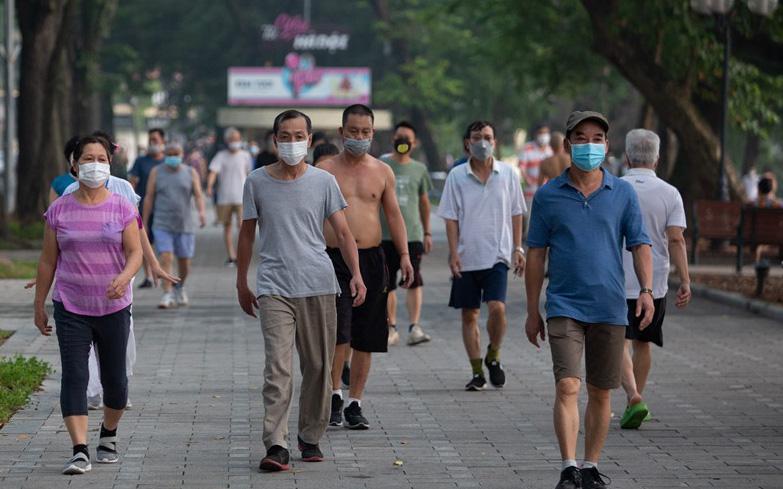 """Hồ Gươm bất ngờ trở thành """"sân thể thao"""" lớn nhất Thủ đô từ 4h sáng"""