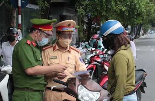 Công an TP Hà Nội  đề xuất 6 nhóm đối tượng được cấp giấy đi đường.