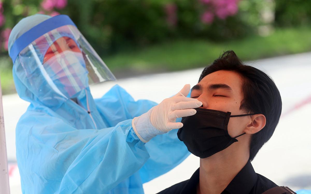 Quyết bóc hết F0, Hà Nội 'thần tốc' lấy 1 triệu mẫu xét nghiệm SARS-CoV-2 trong 3 ngày