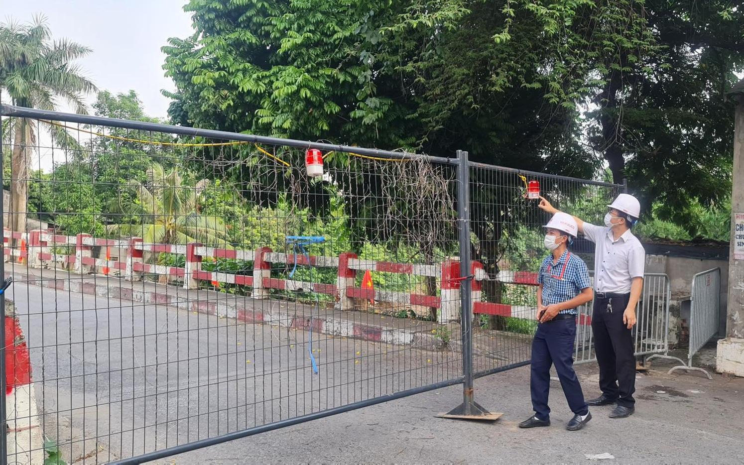 Hà Nội: Lập các chốt cứng ở 30 điểm cầu, người dân 'nội bất xuất, ngoại bất nhập'