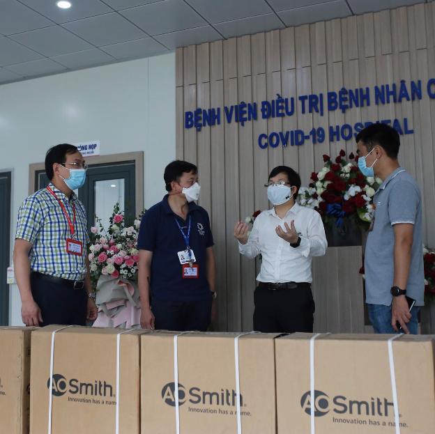 Gấp rút hoàn thiện hệ thống máy lọc nước uống trực tiếp tại bệnh viện dã chiến Hà Nội - Ảnh 3.