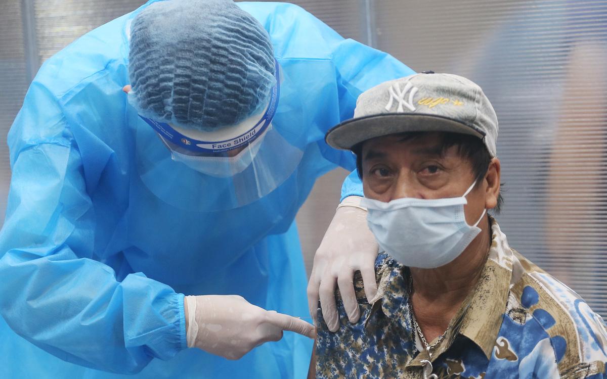 [Ảnh] Hà Nội tăng tốc tiêm vaccine COVID-19 mũi 1 cho người từ 18 tuổi trở lên