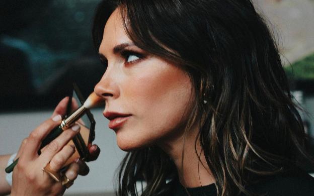 'Sao' làm đẹp: Điều gì làm nên làn da không tì vết của Victoria Beckham?