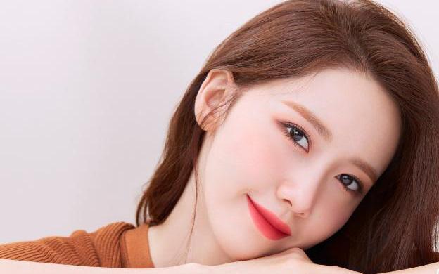"""'Sao' làm đẹp: """"Nữ thần Kpop vạn người mê"""" Yoona tiết lộ bí quyết chăm sóc da mùa dịch"""