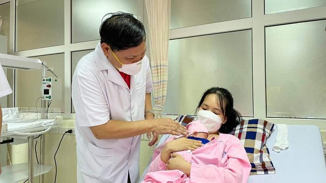 Kỳ diệu, cứu sống và nuôi dưỡng thành công trẻ sơ sinh nặng 400gram đầu tiên tại Việt Nam   - Ảnh 2.