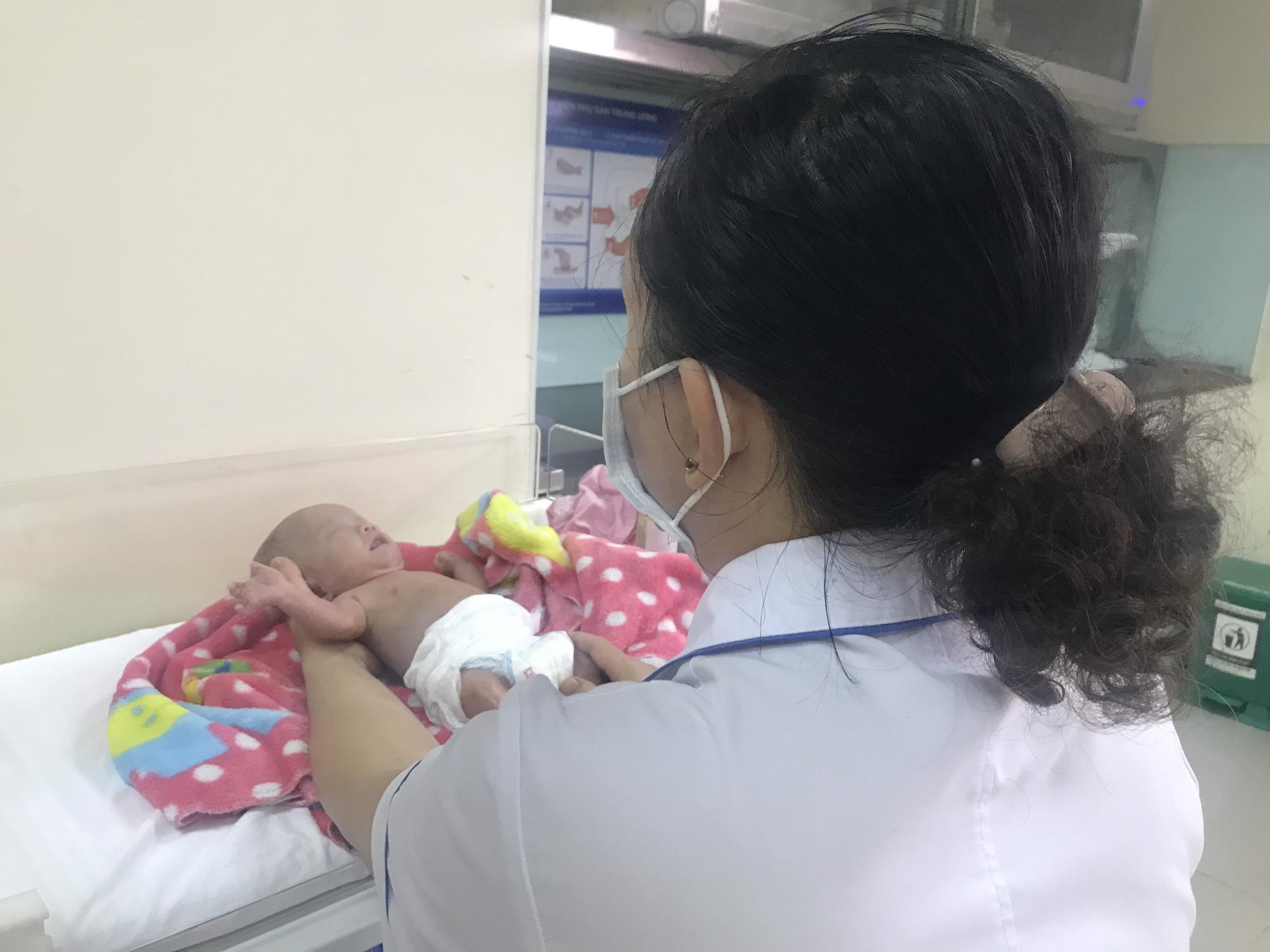 Kỳ diệu, cứu sống và nuôi dưỡng thành công trẻ sơ sinh nặng 400gram đầu tiên tại Việt Nam   - Ảnh 3.