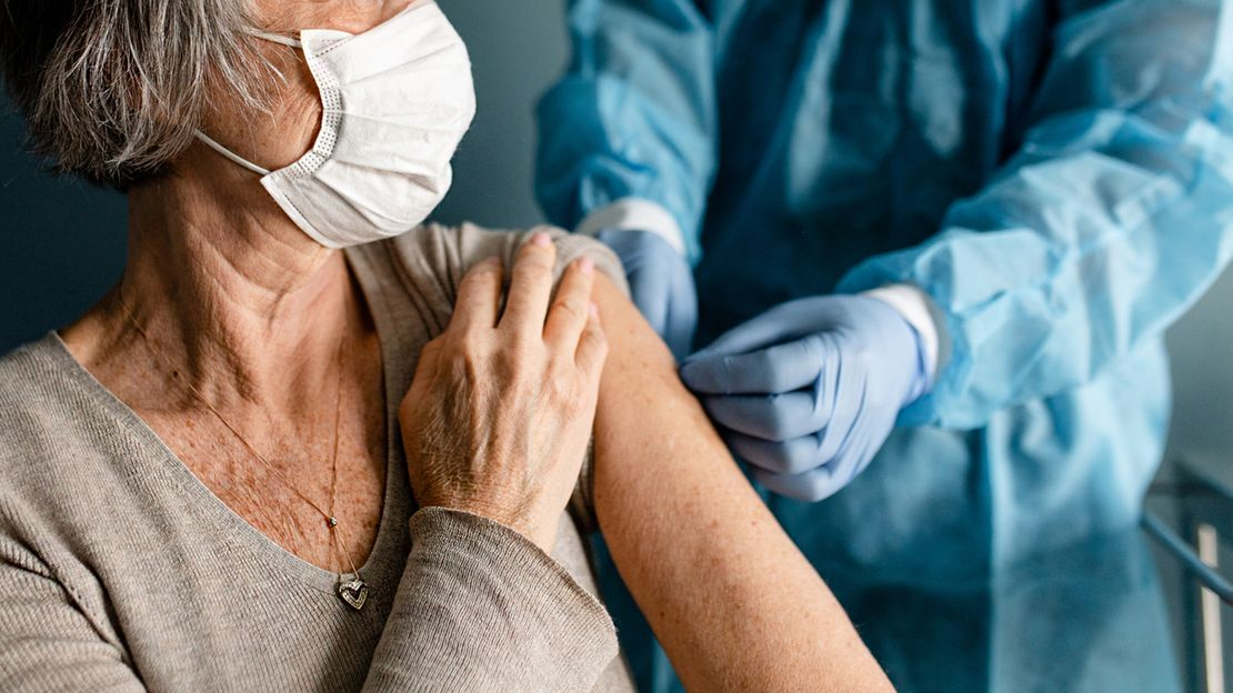 Khi tiêm vaccine COVID-19, bệnh nhân mắc bệnh phổi tắc nghẽn mạn tính - COPD cần chú ý gì? - Ảnh 3.