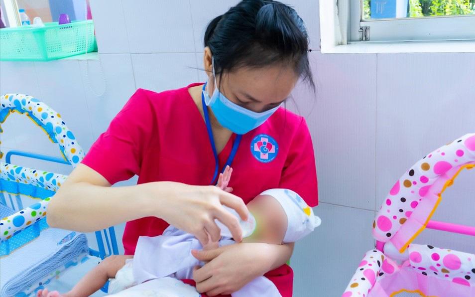 Hỗ trợ 1 triệu đồng với trẻ là con sản phụ mắc COVID-19