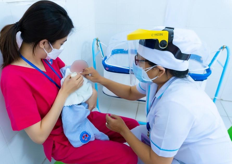 Trẻ em là con sản phụ bị nhiễm COVID-19 được hỗ trợ 1 triệu đồng - Ảnh 2.