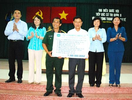Bộ trưởng Bộ Y tế Nguyễn Thị Kim Tiến tiếp xúc xử tri tại TP.HCM 1