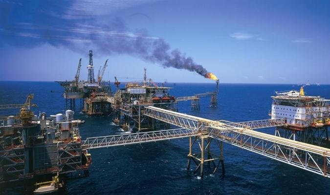 dầu khí, giá dầu, giá dầu giảm mạnh, ngành dầu khí khai thác dầu khí, thăm dò giầu khí, giàn khoan, Tập đoàn Dầu khí Việt Nam, PVN, Vietsovpetro