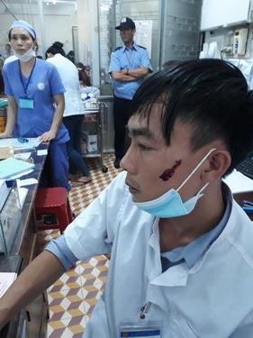 Điều dưỡng Sang, BVĐK tỉnh Đăk Lăk bị người nhà bệnh nhân hành hung.