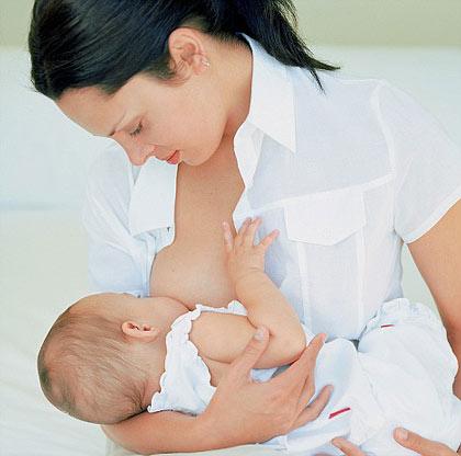 Bú mẹ hoàn toàn trong 6 tháng đầu là lựa chọn tốt nhất cho trẻ nhỏ