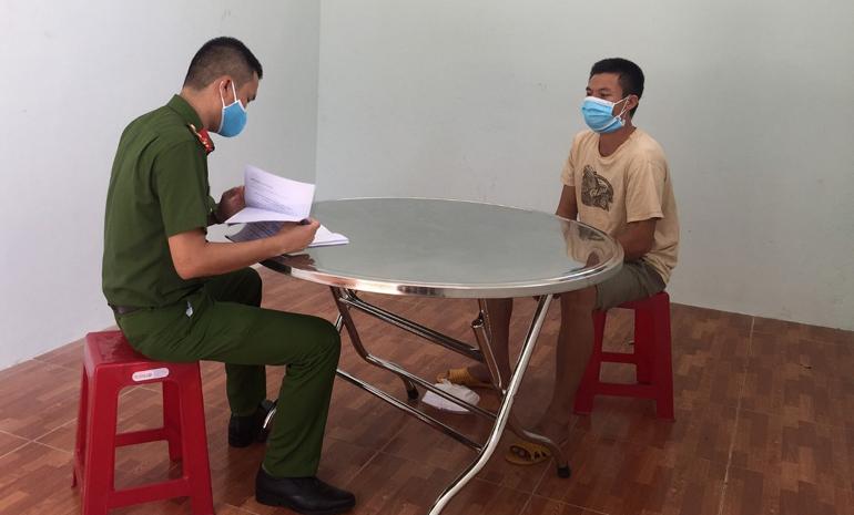 Bắt giữ thanh niên cầm dao rượt đuổi thành viên chốt kiểm soát dịch COVID-19
