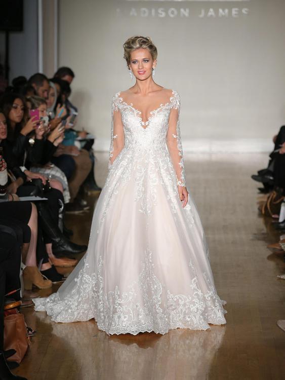 Váy cưới dài tay của Anne Barge