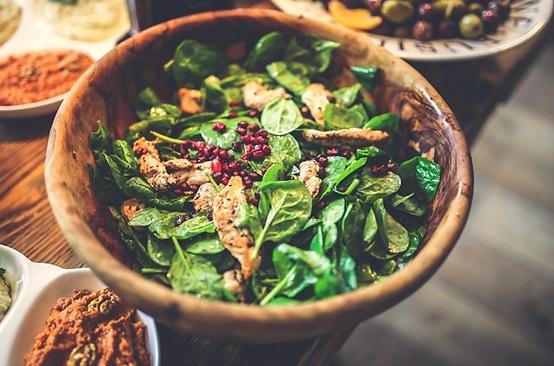 Salad rau chân vịt cho đôi mắt sáng đẹp