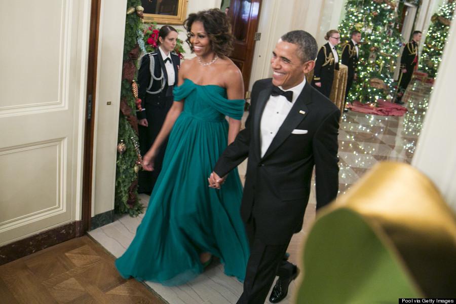 Chiếc váy tuyệt đẹp tôn dáng tuổi 50 của phu nhân Obama