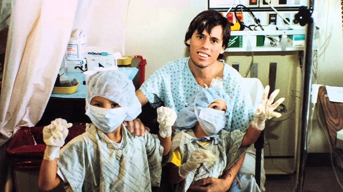 Steve bên hai con trai vào năm 1988, sau ca ghép tim-phổi