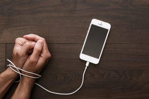 khi con người lệ thuộc vào smartphone