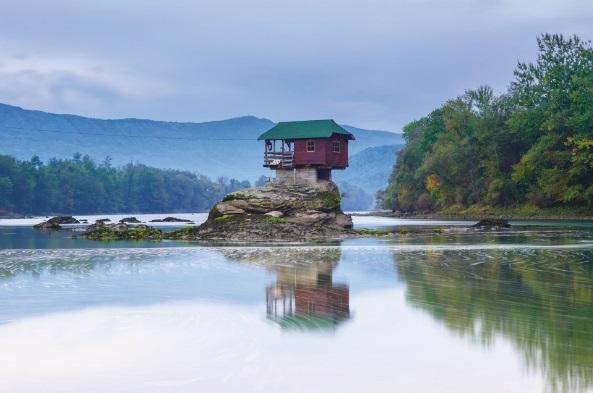 Ngôi nhà trên sông Drina ở Serbia