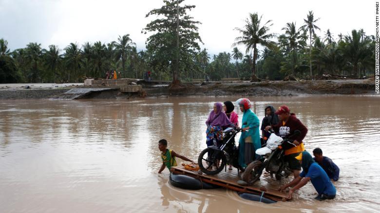 bão Tembin hoành hành ở Philippines