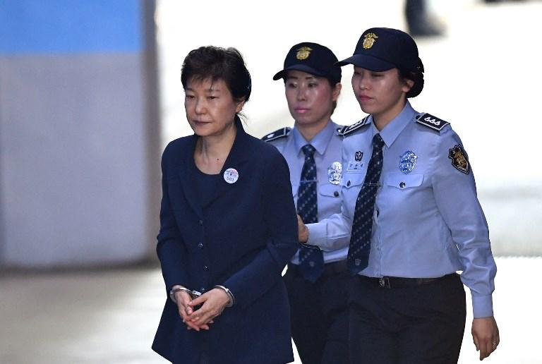 Cựu Tổng thống Hàn Quốc Park Geun-hye bị xét xử tội danh tham nhũng v