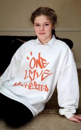 Cô bé 12 tuổi Amelia Thompson thoát chết khỏi vụ xả súng Manchester