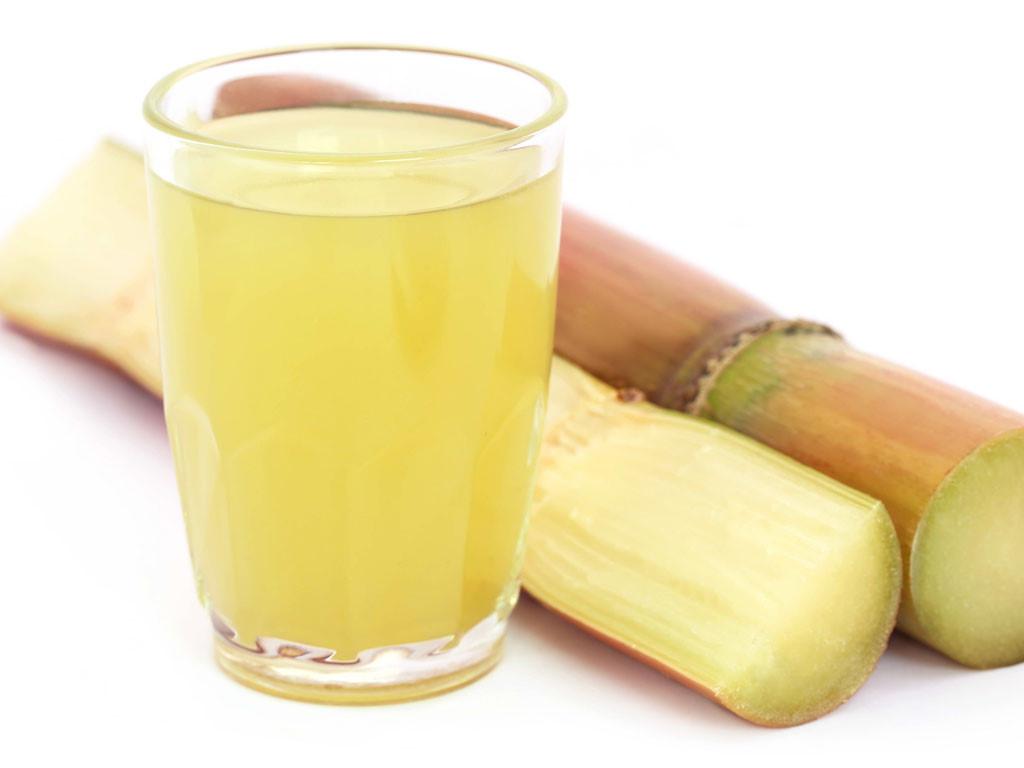 Đau đầu do ngoại cảm phong nhiệt, nên uống nước mía